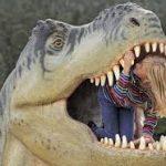 Père, fille, champ, dinosaure